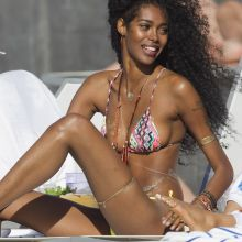 Jessica White wearing sexy bikini on the beach in Hawaii 19x UHQ