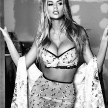 Charlotte McKinney pantyless in see through skirt big boobs cleavage HQ photo