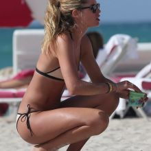 Doutzen Kroes, Joan Smalls sexy bikini cameltoe candids on the beach in Miami 289x HQ photos