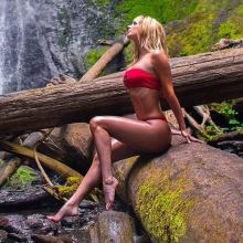 Sara Underwood pokies in sexy red bikini at Marymere Falls Instagram HQ photos