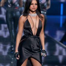 Selena Gomez sexy clevage Victoria's Secret lingerie 2015 Fashion Show 169x HQ