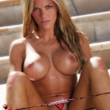 Brooklyn Decker nude Sports Illustrated cover UHQ