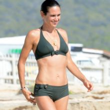 Jennifer Connelly very sexy in bikini cameltoe on the beach in Formentera 64x UHQ photos