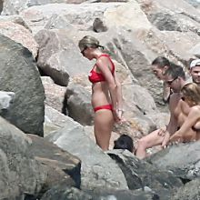 Taylor Swift fake boobs in sexy bikini swimming in Rhode Island with Karlie Kloss, Blake Lively, Gigi Hadid, Cara Delevingne 108x MixQ photos