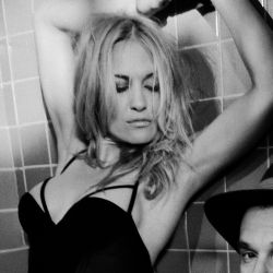 Victoria Pratt sexy TJ Scott In The Tub photo shoot 3x UHQ