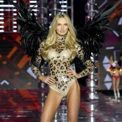 Romee Strijd, Martha Hunt sexy see through lingerie cameltoe 2017 Victoria's Secret Fashion Show 28x MixQ photos