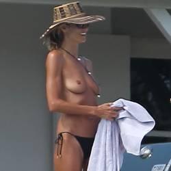 Heidi Klum topless candids in Saint-Barthelemy 8x HQ photos