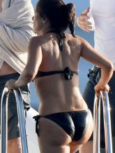 Salma Hayek big boobs and ass in bikini in St. Barts 18x UHQ