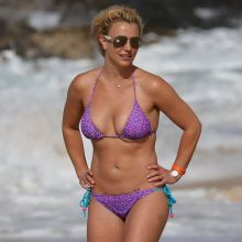 Britney Spears wearing sexy bikini on the beach in Hawaii 30x HQ