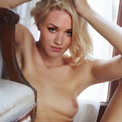 Yvonne Strahovski naked spread legs photo UHQ