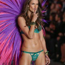 Alessandra Ambrosio sexy Victoria's Secret lingerie 2015 Fashion Show 82x HQ