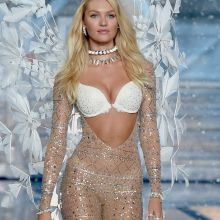 Candice Swanepoel sexy Victoria's Secret lingerie 2015 Fashion Show 94x HQ