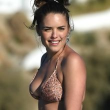 Olympia Valance sexy bikini candids on the beach in Mykonos 28x UHQ photos
