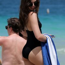 Hailee Steinfeld wearing sexy swimsuit on the beach in Miami 146x UHQ photos