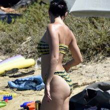 Katy Perry sexy bikini candids on the beach in Italy 41x HQ photos
