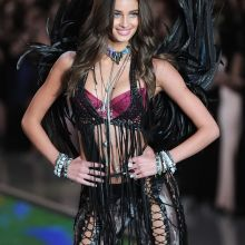 Taylor Marie Hill sexy Victoria's Secret lingerie 2015 Fashion Show 16x HQ