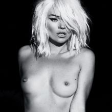 Kate Moss nude photoshoot for Interview US 7x UHQ