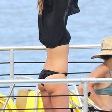 Jessica Alba sexy bikini candids on the yacht in Hawaii 23x HQ photos