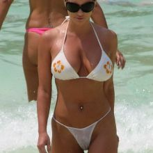 Jessica Simpson In See Throug Wet Bikini On The Beach Displaying Her Assets 12x HQ