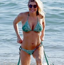 Stacy 'Fergie' Ferguson big boobs in sexy bikini cameltoe candids on the beach in Maui 72x HQ photos