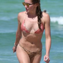 Katie Cassidy sexy bikini candids on the beach in Miami 22x HQ photos