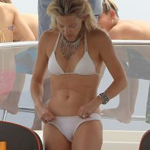 Kate Hudson wearing sexy bikini on a boat in Ibiza 11x UHQ