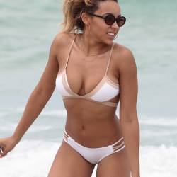Tinashe sexy bikini cameltoe candids on the beach in Miami 11x HQ photos