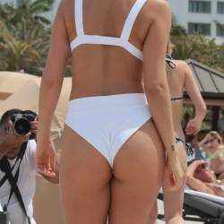Chantel Jeffries sexy bikini cameltoe pokies candids on the beach in Miami 83x HQ photos