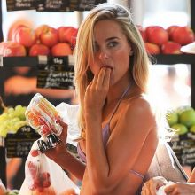 Kimberley Garner shopping in hot bikini in Saint-Tropez 30x HQ