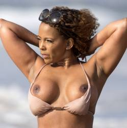 Sundy Carter boobs pop out nip slip candids on the beach in Miami 59x UHQ photos