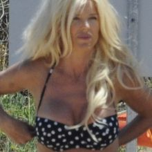 Victoria Silvstedt sexy bikini candids on the beach in Sardinia, Italy 37x HQ photos