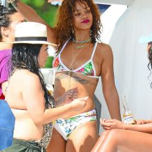 Rihanna wearing sexy bikini on the yacht in Barbados 10x HQ