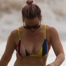 Hilary Duff wearing sexy bikini on the beach in Maui 38x UHQ photos