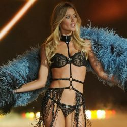 Doutzen Kroes 2013 Victoria's Secret Fashion Show 8x UHQ