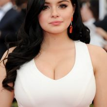 Ariel Winter hot cleavage at the 2015 SAG Awards in L.A. 90x UHQ