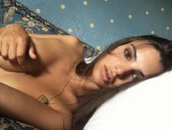Emily Ratajkowski topless covered selfie in bed 2x HQ photos