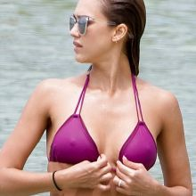 Jessica Alba pokies in purple bikini candids on the beach in Hawaii 10x MixQ photos