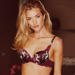 Rosie Huntington-Whiteley sexy lingerie