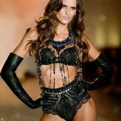 Izabel Goulart 2013 Victoria's Secret Fashion Show 6x UHQ