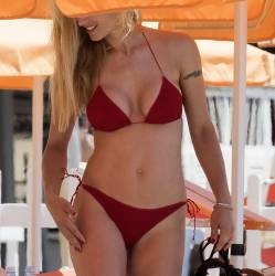 Michelle Hunziker sexy bikini cameltoe candids on the beach in Varigotti 29x HQ photos