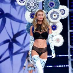 Taylor Marie Hill, Stella Maxwell sexy see through lingerie cameltoe 2017 Victoria's Secret Fashion Show 21x MixQ photos
