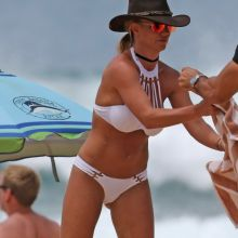 Britney Spears sexy bikini candids on the beach in Hawaii 82x HQ photos