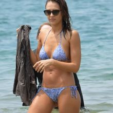 Jessica Alba wearing sexy bikini on the beach in Hawaii 140x UHQ photos
