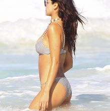 Eiza Gonzalez sexy bikini cameltoe candids on the beach in Mexico 44x UHQ photos