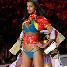 Lais Ribeiro sexy lingerie 2016 Victoria's Secret Fashion Show 36x UHQ photos