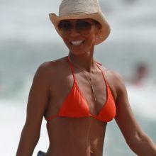 Jada Pinkett-Smith sexy bikini candids on the beach in Hawaii 50x HQ photos