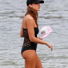Jessica Alba sexy swimsuit candids on the beach in Hawaii 25x HQ photos