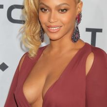 Beyonce cleavage at 'TIDAL X 1020' Amplified by HTC in Brooklyn 61x UHQ