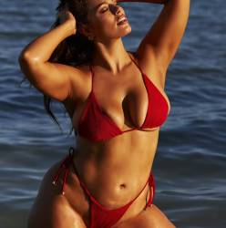 Ashley Graham Sports Illustrated Swimsuit 2018