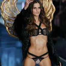Izabel Goulart sexy Victoria's Secret lingerie 2015 Fashion Show 25x UHQ